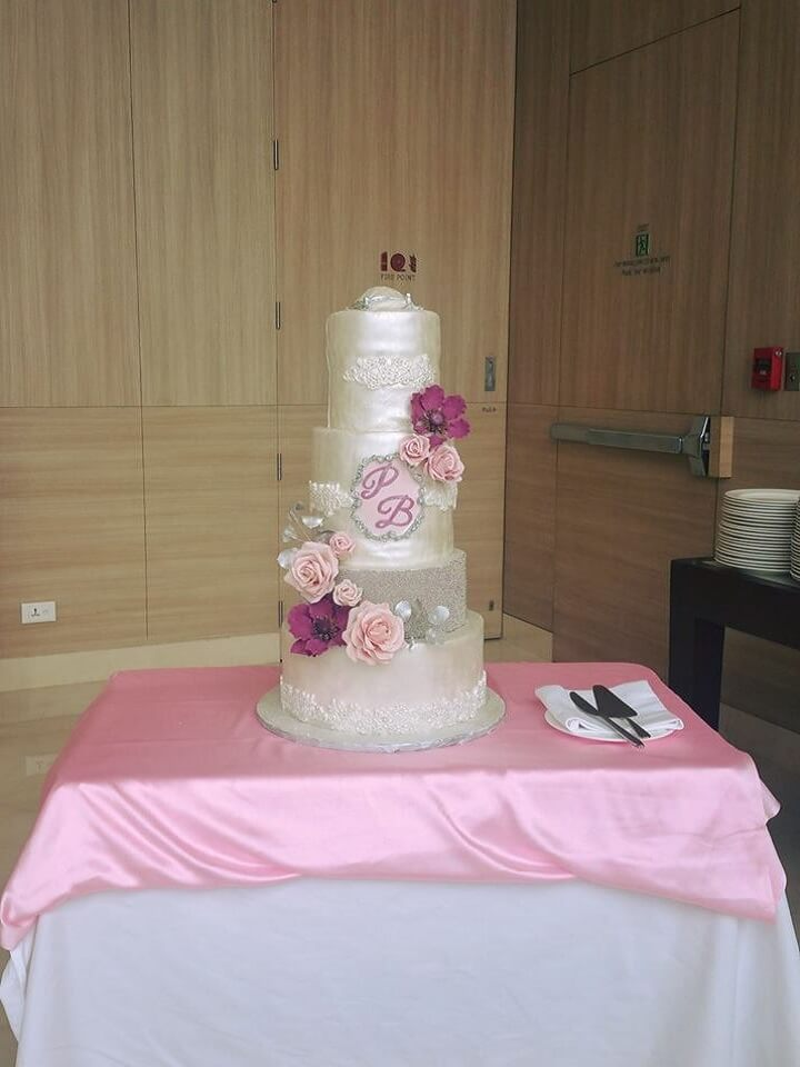 pearl engagement cake hyderabad,pearl wedding cake hyderabad,fondant cakes hyderabad,fondant cakes for engagement